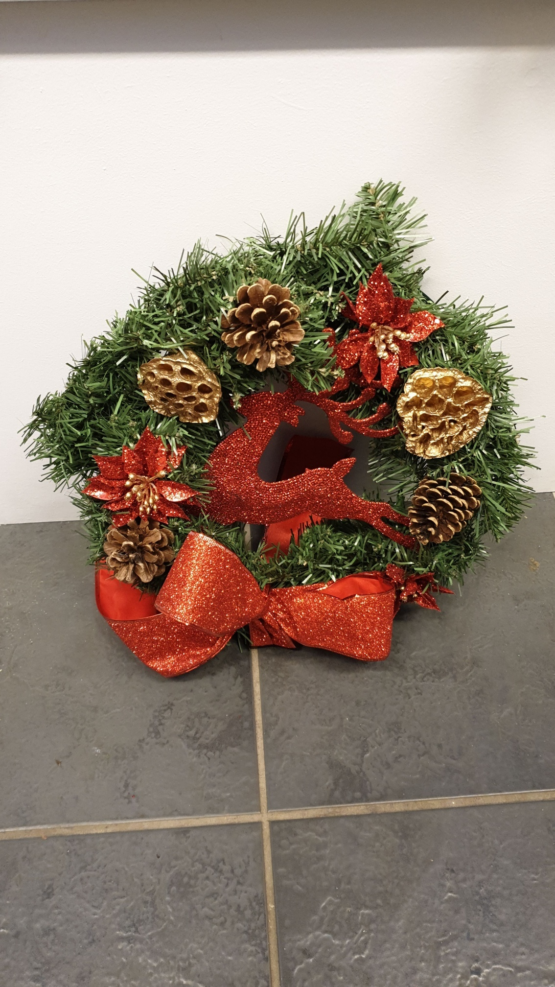 Large_Artificial_Wreath_-_red_Raindeer_resized