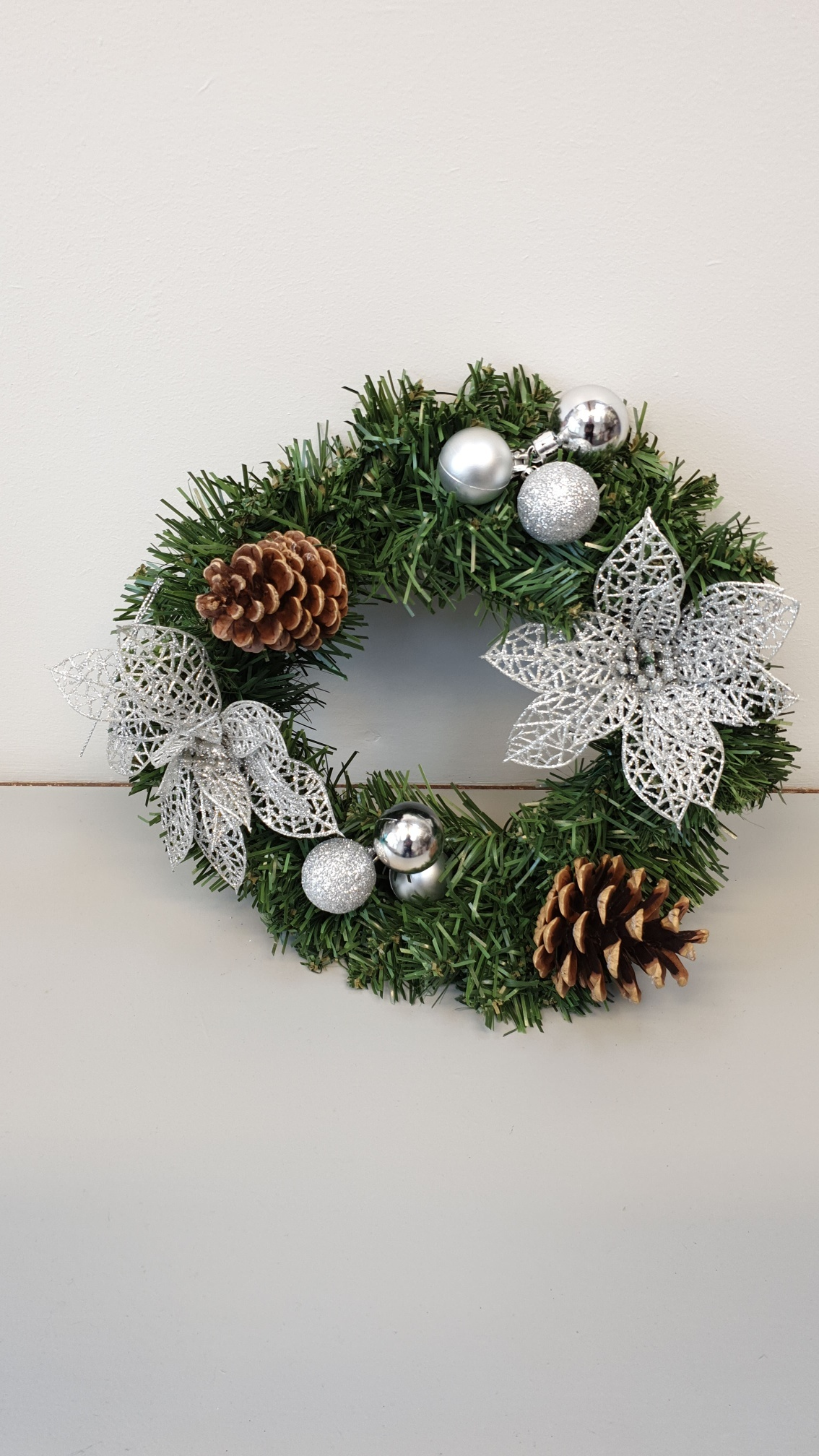 Mini_Artificial_Wreath_-_Silver_Baubles__pinecone_resized
